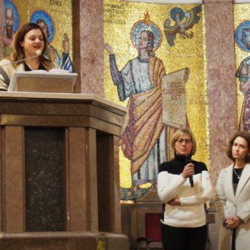 Nasza apatia i nasza cisza zabija dzieci poczęte. Spotkanie z Abby Johnson w bazylice Serca Jezusowego przy ul. Kawęczyńskiej.