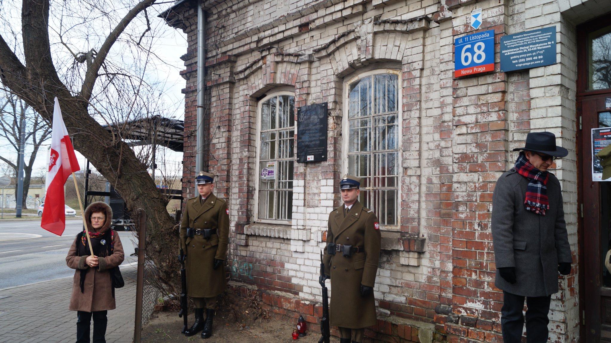Przejście szlakiem miejsc kaźni Żołnierzy Niezłomnych z udziałem pojazdów historycznych