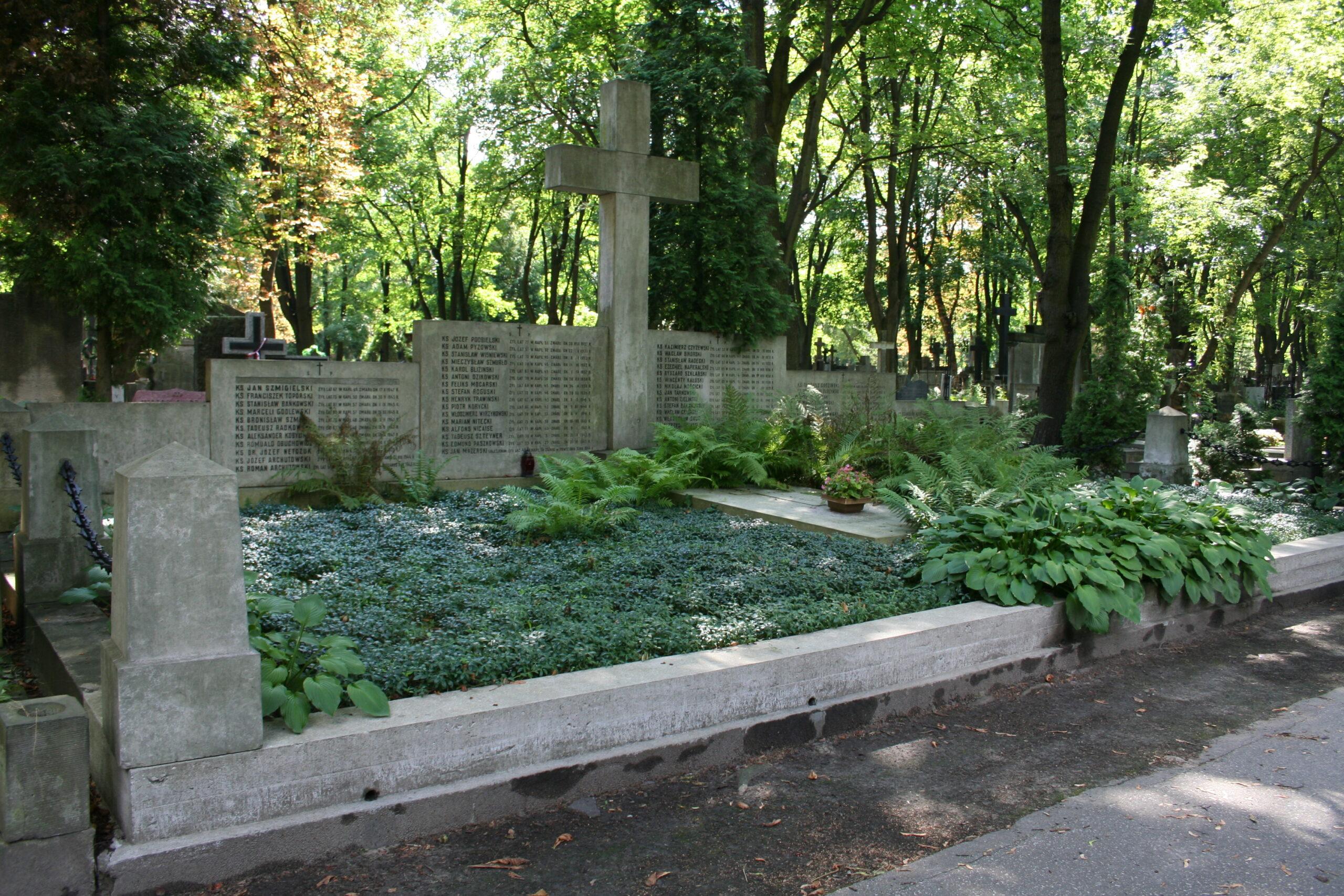 Polscy duchowni w Powstaniu Warszawskim. Strzępy wspomnień...